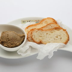 マッシュルームとエジプト豆のパテ ライ麦パン/¥480